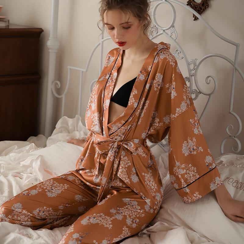 Women Long Sleeves Silk Printed Pajamas