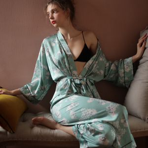 Women Long Sleeves Silk Printed Pajamas