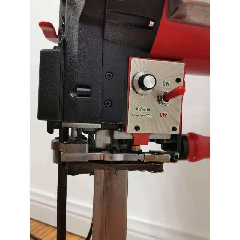 CZD-708D Electric Servo Cutting Machine Fabric Cutting Machine Straight Knife Cutting Machine