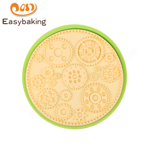 Hot Selling Cogs and Wheels Silicone Cupcake Mould