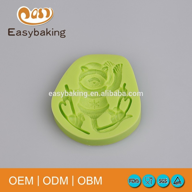 Factory Supply Christmas Series Teddy Bear Skiing Muffin Silicone Fondant Molds