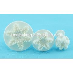 Fast Shipping Cheap Plastic Veined Snowflake Plunger Cutters
