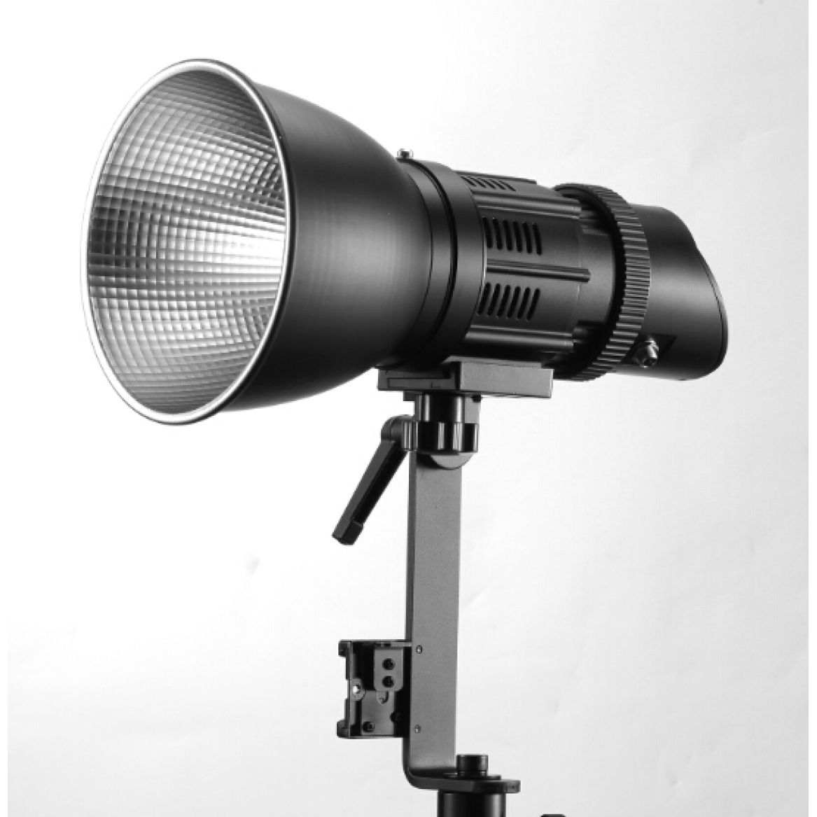 Focus 50D high brightness and color rendering index spotlight with remote control, different kinds of softbox and reflector