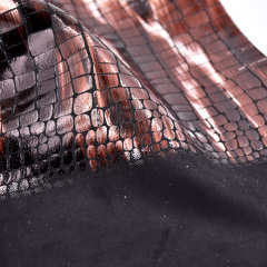 Экологичный полиэфирный крокодиловый дизайн с модным эффектом с фольгой, вязаная ткань новой разработки для сумок и обуви