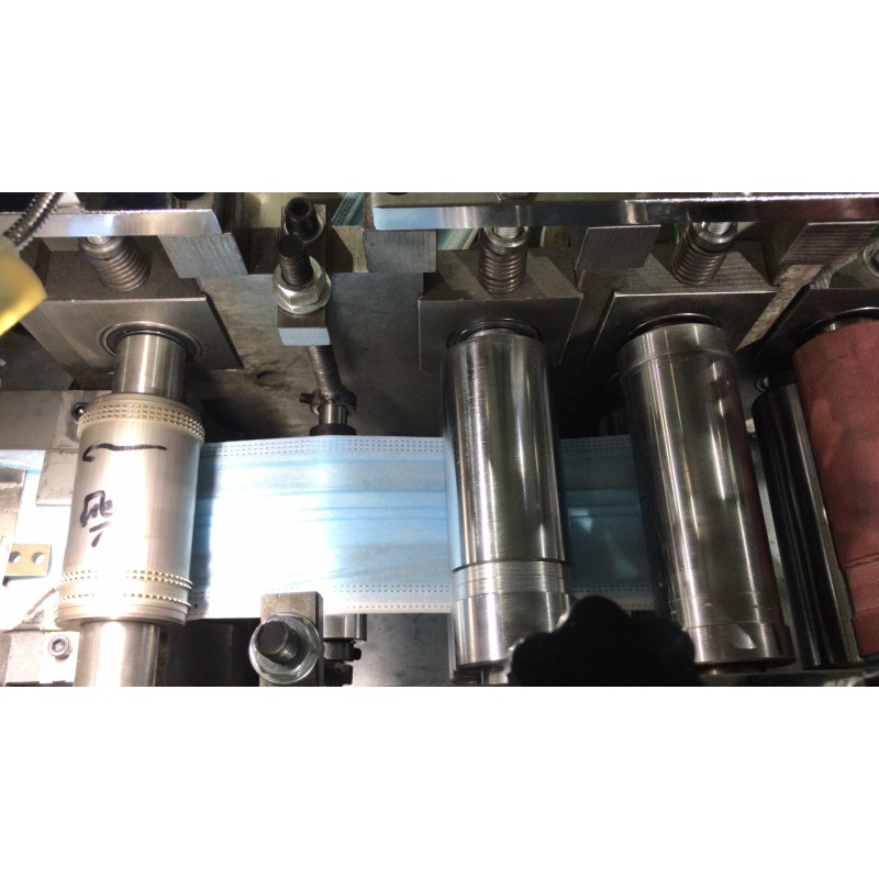 High  speed disposable face facial surgical mask making production line machine