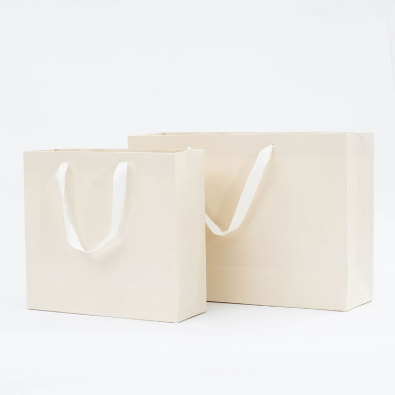 New arrival retail fancy white paper bags paper shopping bag custom logo gift bags with gold foil stamped