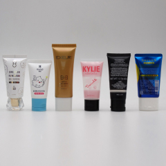 Round Lip Gloss with Transparent Bottle and Sliver Lid Cosmetic Packaging Silk Selected Customized Logo
