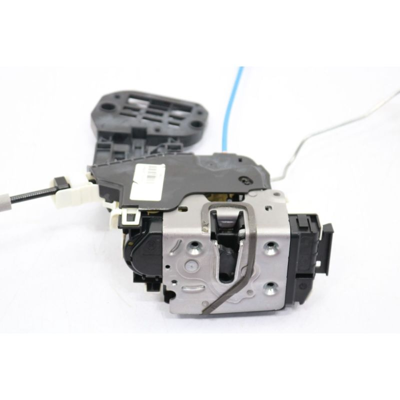 Door Lock Actuator  Front Right  1667200435      For CLA(C117)2014-2018  GLA(X156)2015-2019  A(W176)2013-2018 B(W246)2012-2017 CLA(C117)2014-2018GLA(X156)2014-2018 GLE(W166)2015-So far GLS(X166)2015-2018GL(X166)2012-2016 M(W166)2012-2016