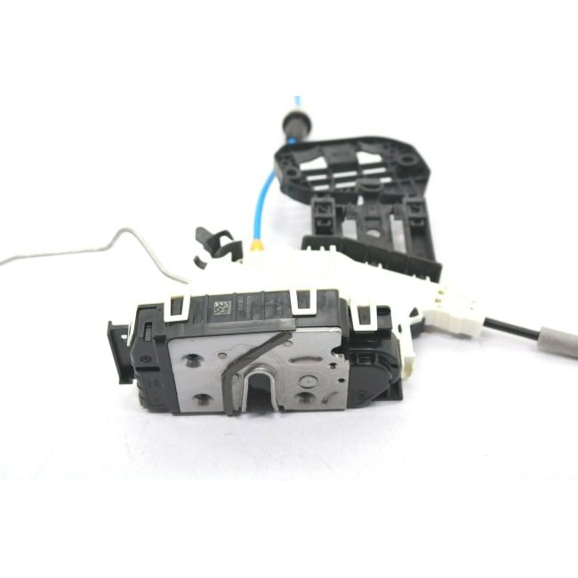 Door Lock Actuator  Front Right  1667200435      For CLA(C117)2014-2018  GLA(X156)2015-2019  A(W176)2013-2018 B(W246)2012-2017 CLA(C117)2014-2018GLA(X156)2014-2018 GLE(W166)2015-So far GLS(X166)2015-2018GL(X166)2012-2016 M(W166)2012-2016