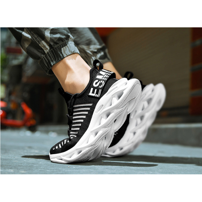 Blade movement flying woven breathable increased casual white shoes Korean version of the trend of men's shoes
