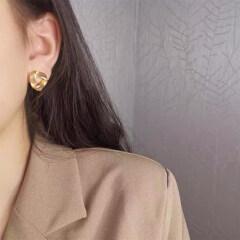Women Vintage Metal Casual Stud Earring in Korean Style