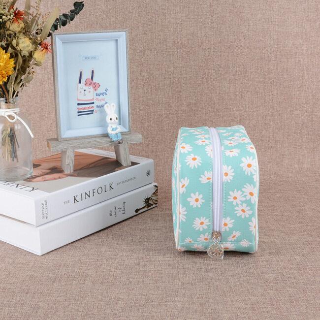 New outdoor toiletries storage bag travel storage cosmetics storage bag portable large capacity small daisy