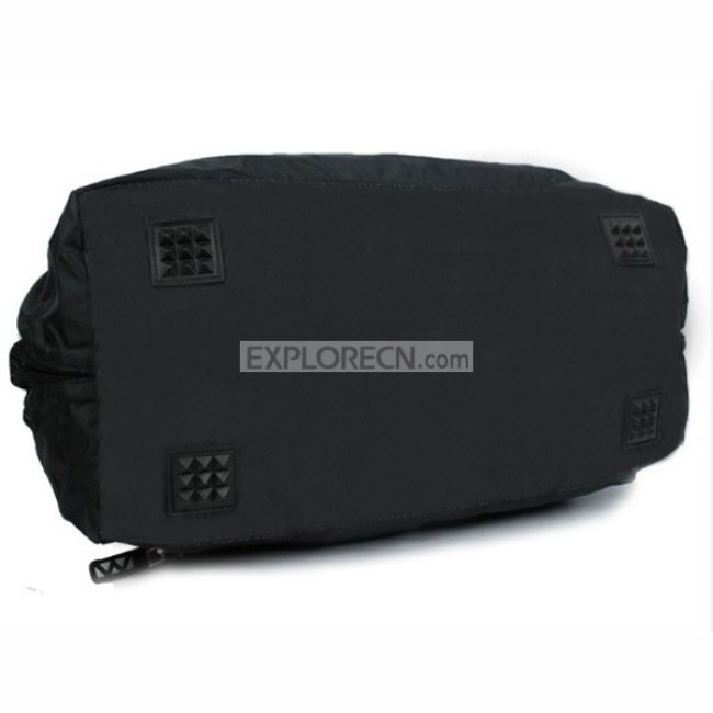 Sport traveling bag with handle