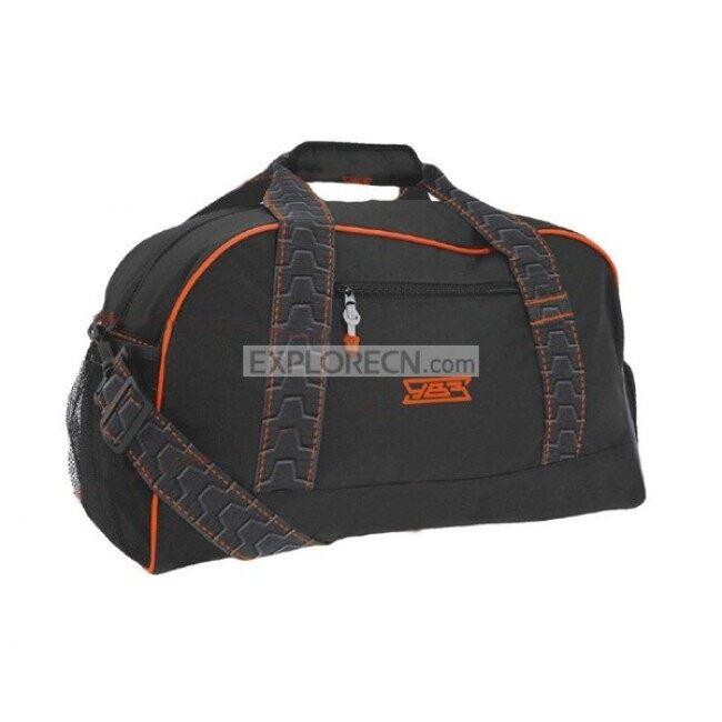 Plain light travel bag with one main zipper