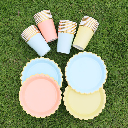 Family Friend Camping Eco Friendly Party Golden Circular Paper Plates Disposable Waterproof Paper Plate Set