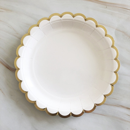 Wholesale Luxury Gold Picnic Fruit Cake Paper Plate Disposable Sturdy Bagasse Material Compostable Paper Plates Set