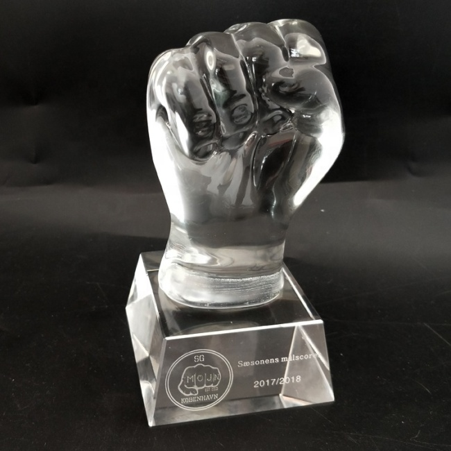 Creative Design Custom Crystal Fist Shaped Trophy for Business Gift
