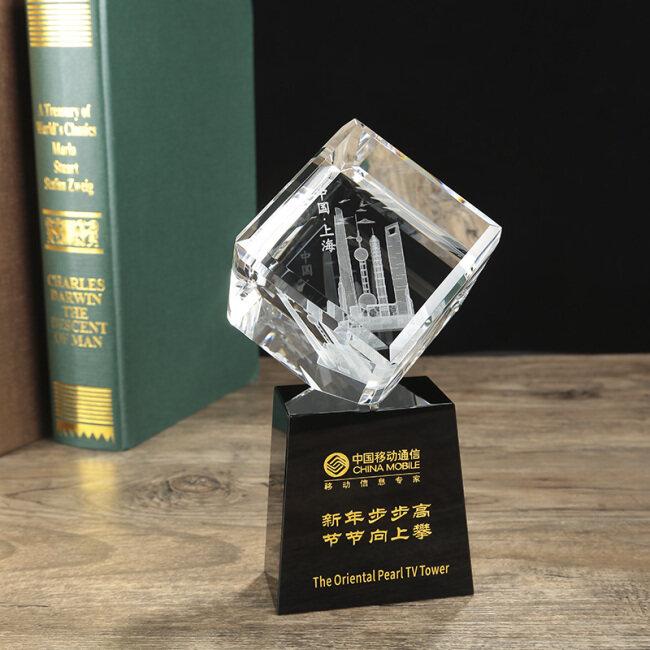 Custom 3d laser engraving crystal cube Building model craft souvenir