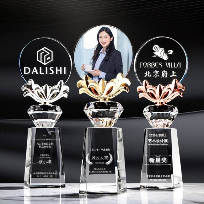 2021 New Design High-grade Exquisite Custom Crystal Trophy Award For Champion Gift