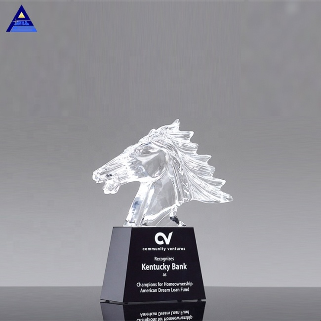Casting Mustang Liuli Crystal Horse Head Trophy for VIP Business Cooperation Awards