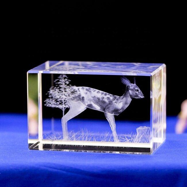Wholesale Elegant Assurance Deer Animals 3D Laser Engraved Crystal Block Cube For Tourism Souvenirs