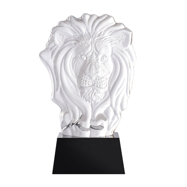 High Quality K9 Crystal Lion Figurine And Black Base Hand Carved Etched Crystal Animal
