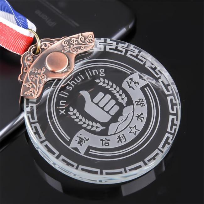Cheap Wholesale Engraving Round Crystal Glass Medal Sports Competition Student Graduation Season Souvenir Metal Medal