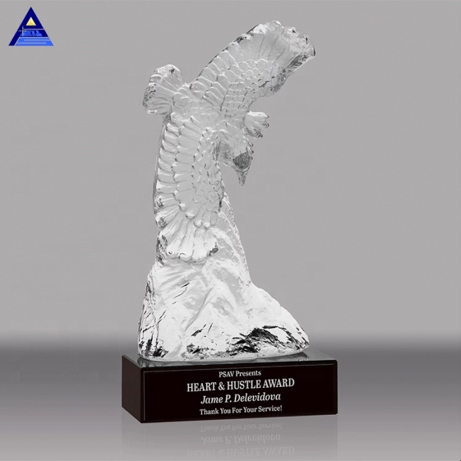 New Products Natural Clear Quartz Hand Carved Eagle Crystal Animal Trophy For Business Gift