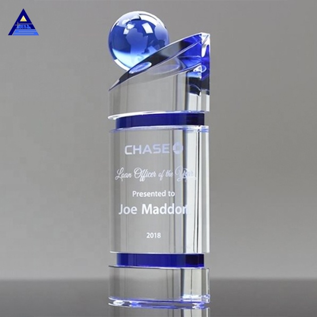 Custom World Map Clear Earth Award K9 Hand Holding Globe Crystal Trophy