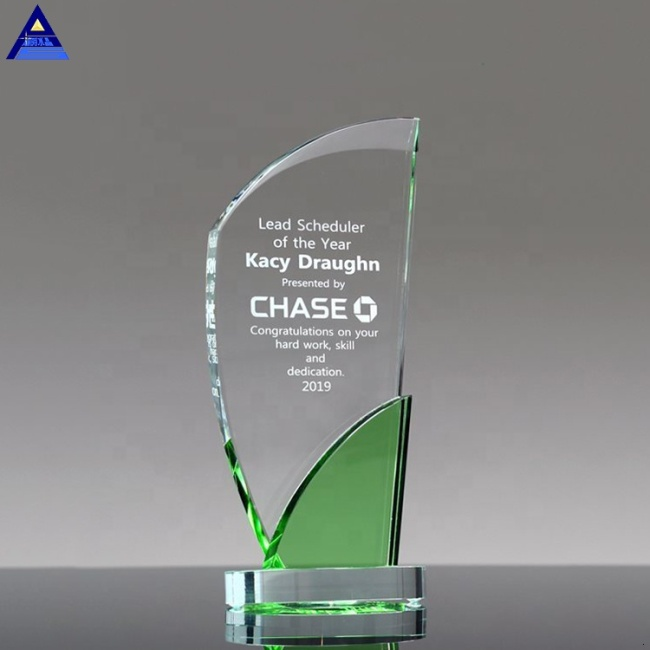 Latest Design Promotional Newest Engraving Crystal Glass Materisl Award Trophy With Gift Box