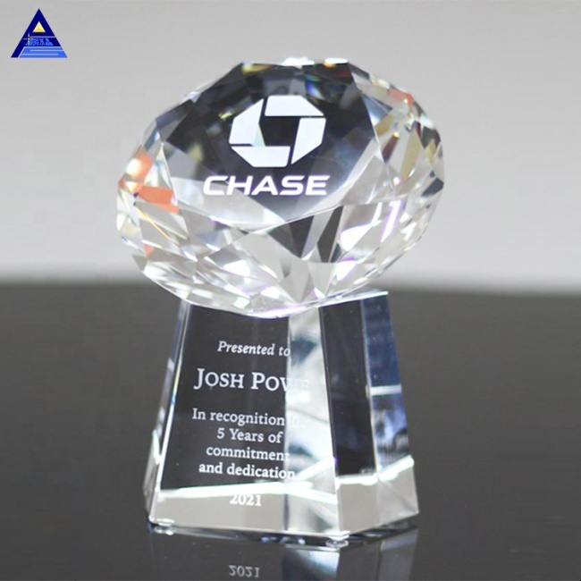 Pujiang Factory Clear Crystal Diamond Shaped Trophy