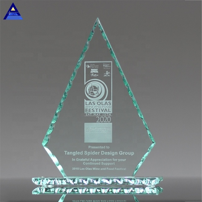Custom Made OEM Triangular Cone Trophy Award Crystal Glass Souvenir