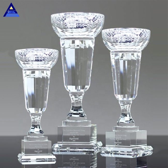China Promotional Wholesale Elegant Crystal Trophy Cup With Clear Crystal Base