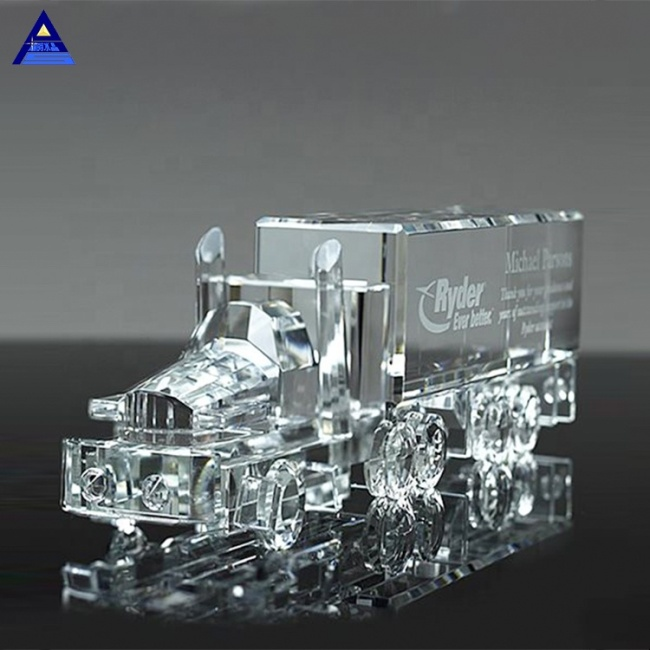 China New Souvenir Gifts Crystal 18 Wheeler Truck Award Trophy