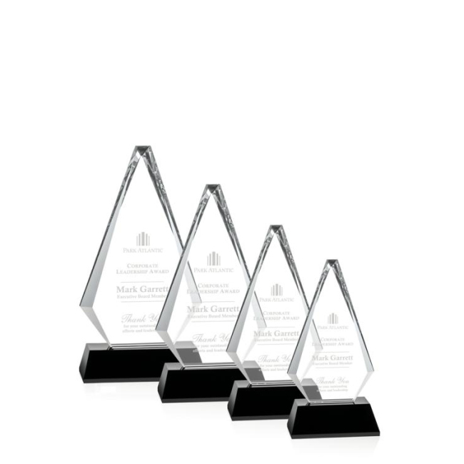 China Wholesale High Quality 3D Laser Triangle Crystal Trophy For Business Gifts
